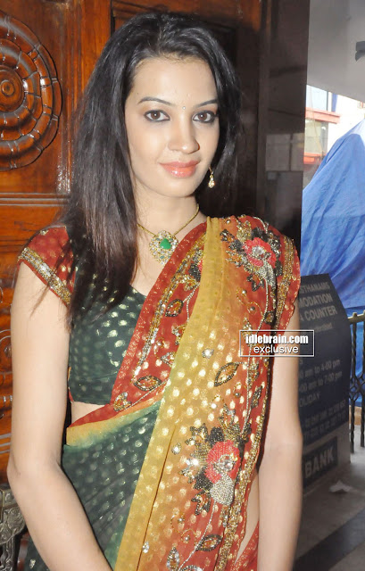 Diksha Panth hot In Saree