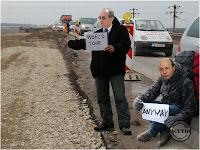 Funny image Traian Băsescu Emil Boc Autostop