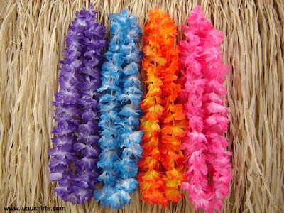 Hawaiian Leis: A cheesy tropical part ain't complete without'um!