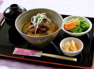 Lạ miệng cơm thịt bò áp chảo cà tím