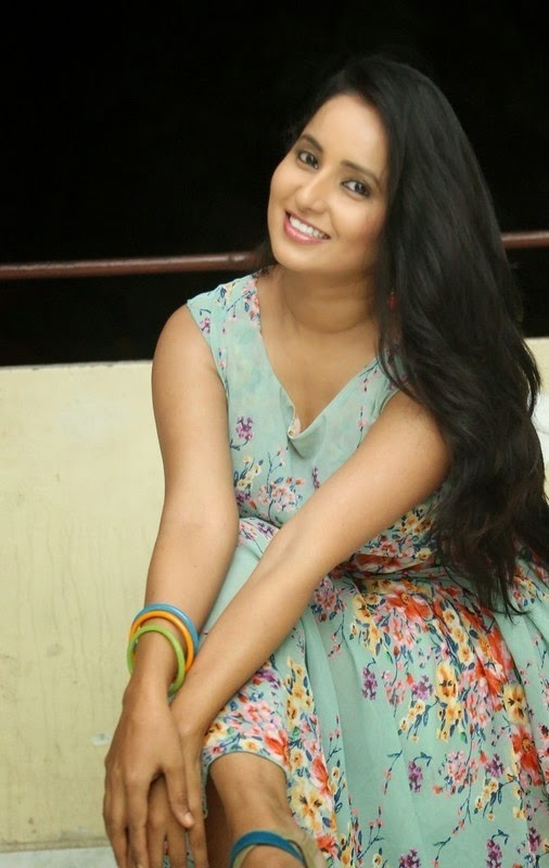 Ishika Singh New Awesome Photos