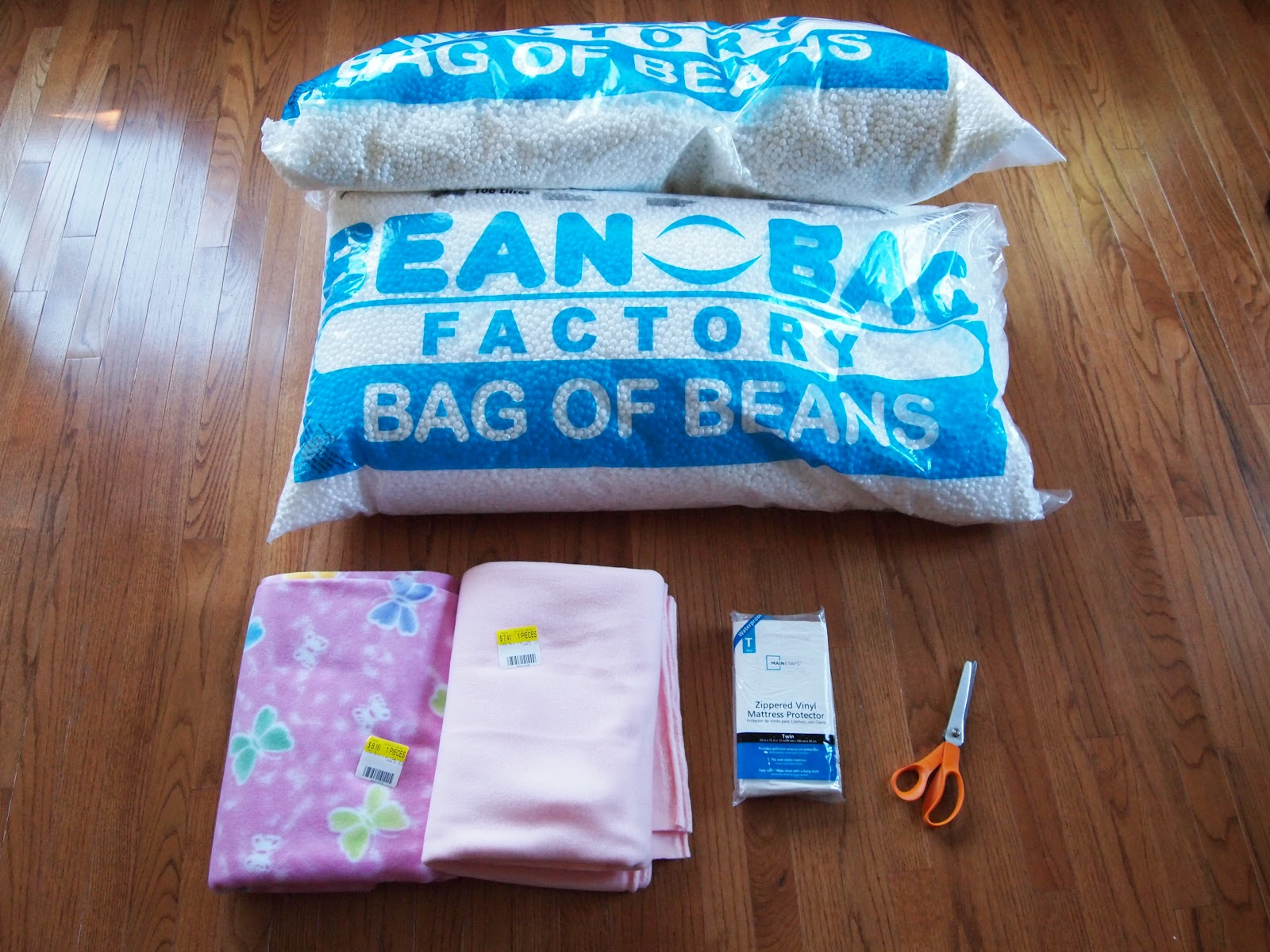 {Tutorial} Make Your Own Beanbag Chair