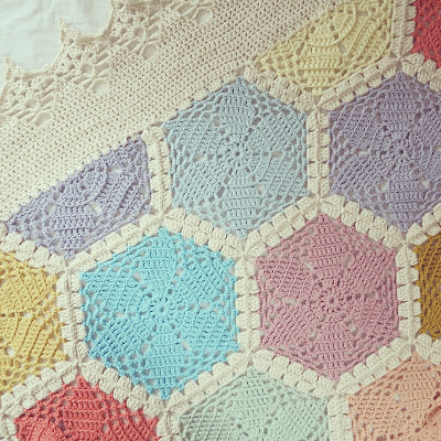 ByHaafner, crochet, hexagon throw, blanket, pastel, crochet border