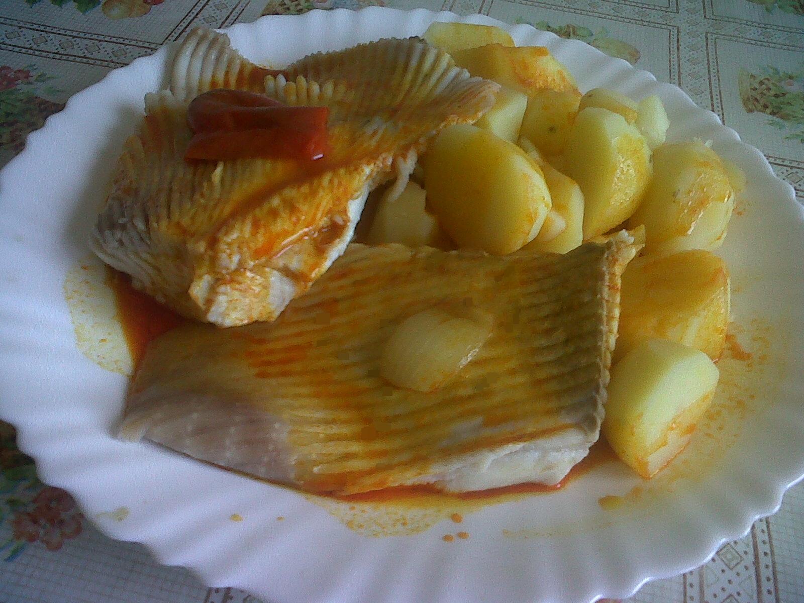 Las recetas de nessa raya con patatas y ajada de mi mami for Cocinar raya a la gallega
