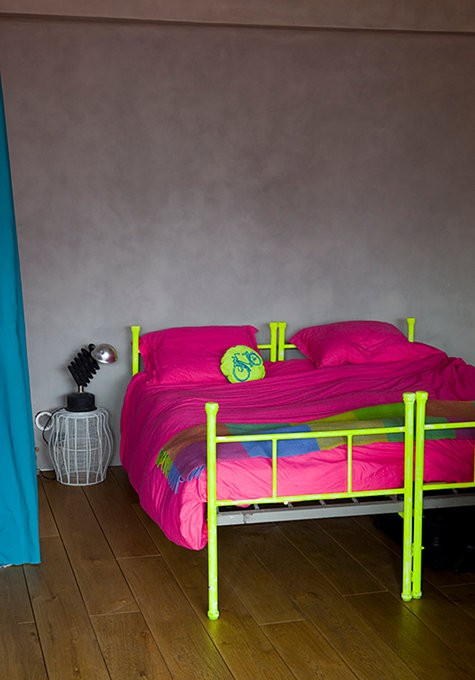 Ideas for bedrooms neon bedroom design for Neon bedroom decor