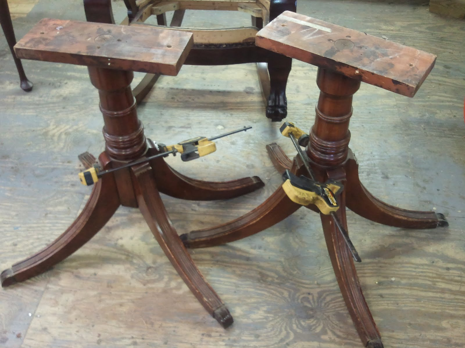 Duncan Phyfe Style Mahogany Dining Table (ca 1950)