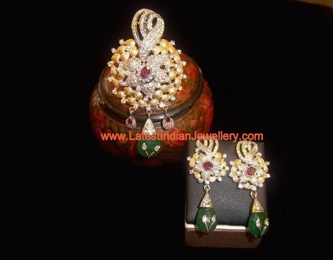 Gorgeous Diamond Like Pendant Set