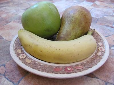 Здоровая пища - фрукты на столе