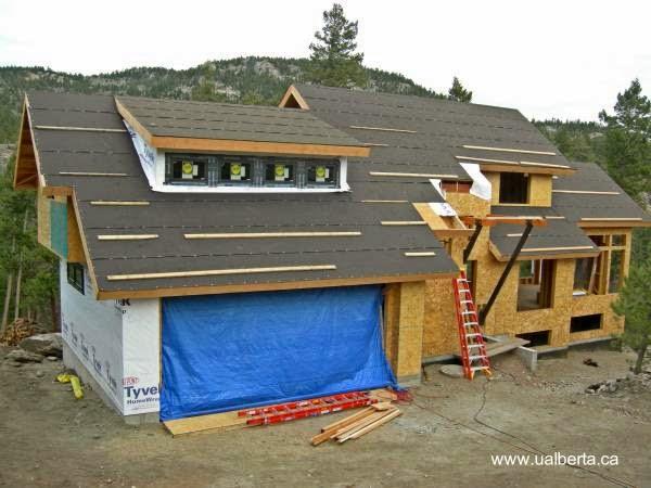 Casa residencial americana de madera en proceso de construcción