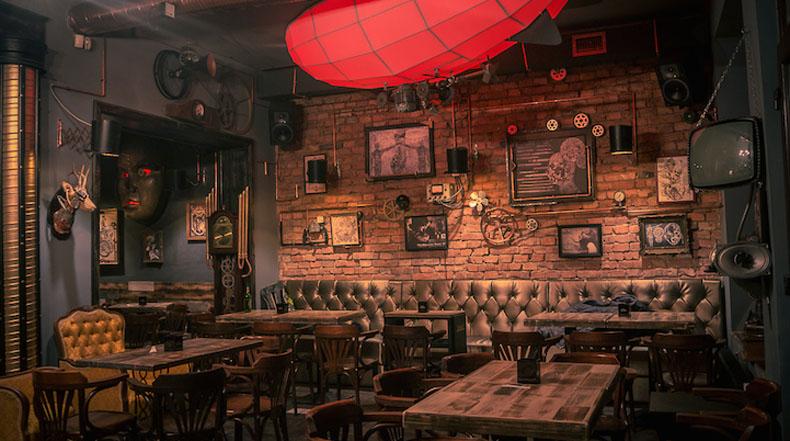 Pub Rumano transporta a los visitantes a un mundo de Steampunk