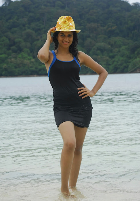 shraddha das spicy from mugguru, shraddha das new at beach glamour  images