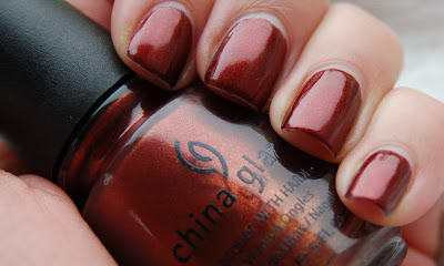 The nail polish China Glaze Foxy from the Vintage Vixen collection 2010, a red/brown/orange nail polish with a beautiful shimmer