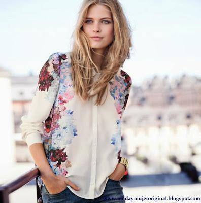 las blusas sueltas y floreadas esta presente en esta primavera