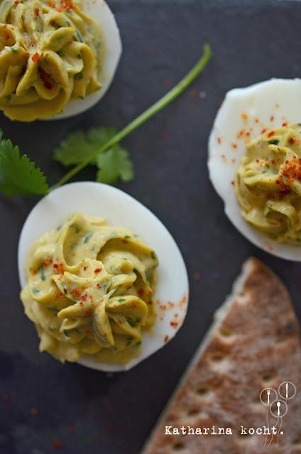 Gefüllte Eier mit Avocado und Thunfisch auf www.katharinakocht.com