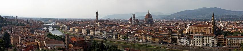Imagem de Florença a partir dum ponto alto, num panorama de cinco fotos
