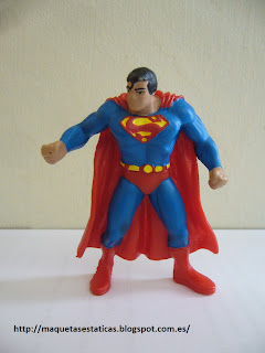 figura a escala de Superman