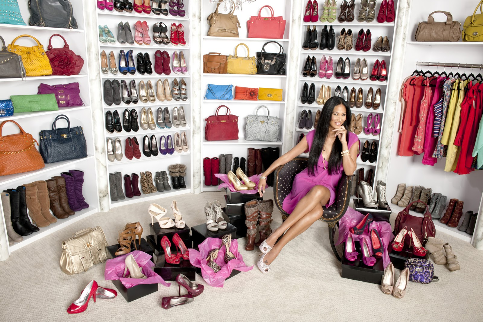 http://4.bp.blogspot.com/-YLUf7RQ0rPk/UWsTLYBbO1I/AAAAAAAA7Dw/rzvxeJwijqU/s1600/kimora-lee-simmons-shoe-and-bag-collection.jpg
