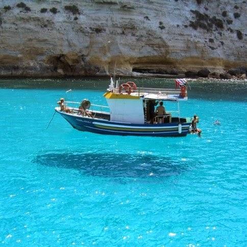 foto unik kapal melayang