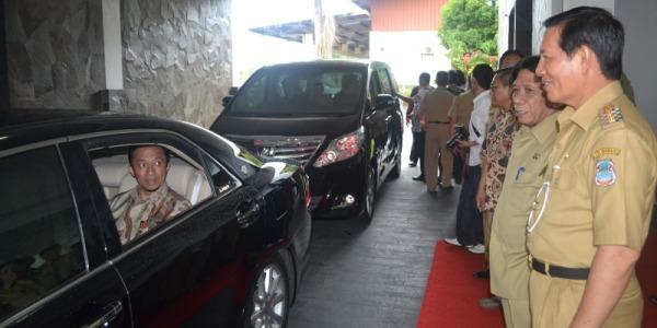Pembukaan AMS, Walikota Manado dan Sekprov Sulut Jemput Menteri Kominfo RI