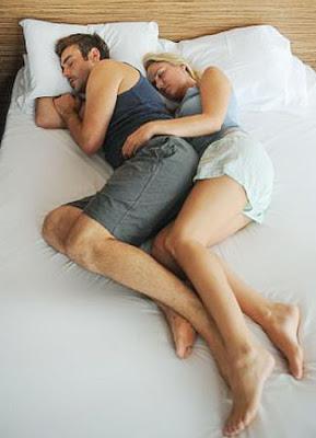Arti Posisi Tidur Anda dan Pasangan