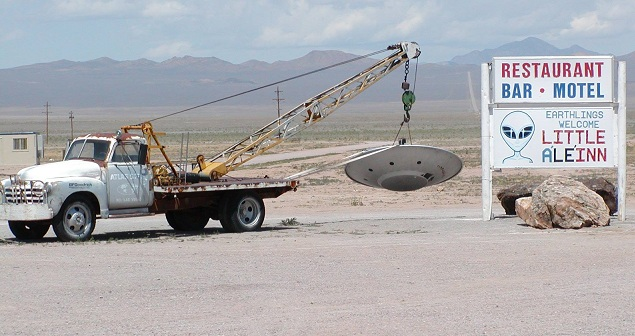 Μοναδικές εικόνες: Drone μπήκε στα άδυτα της περιοχής 51[Βίντεο]