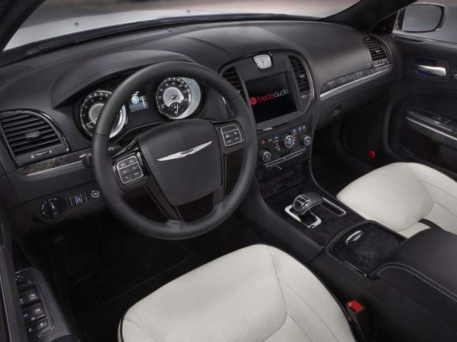 Chrysler 300 Motown Edition 2013 interior