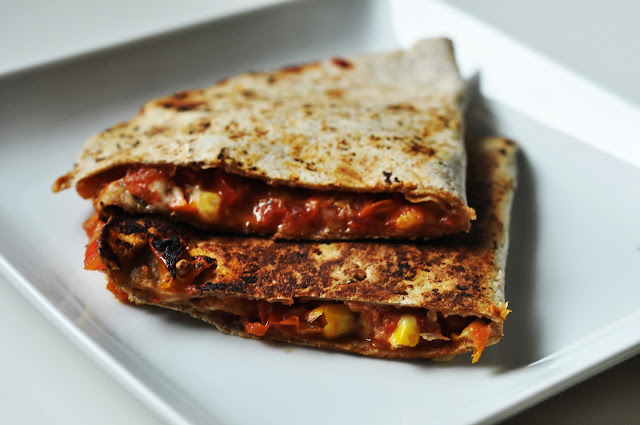 Quesadillas z czerwonym farszem| razowe | wege