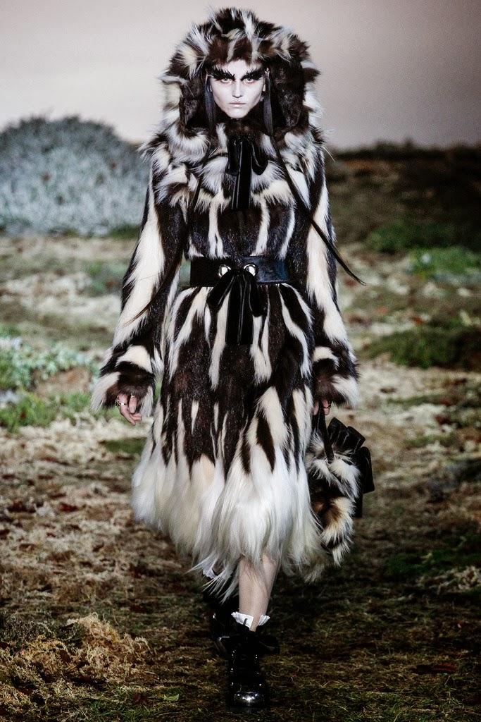 Alexander McQueen Paris Fashion Week Otoño Invierno 2014-2015 24