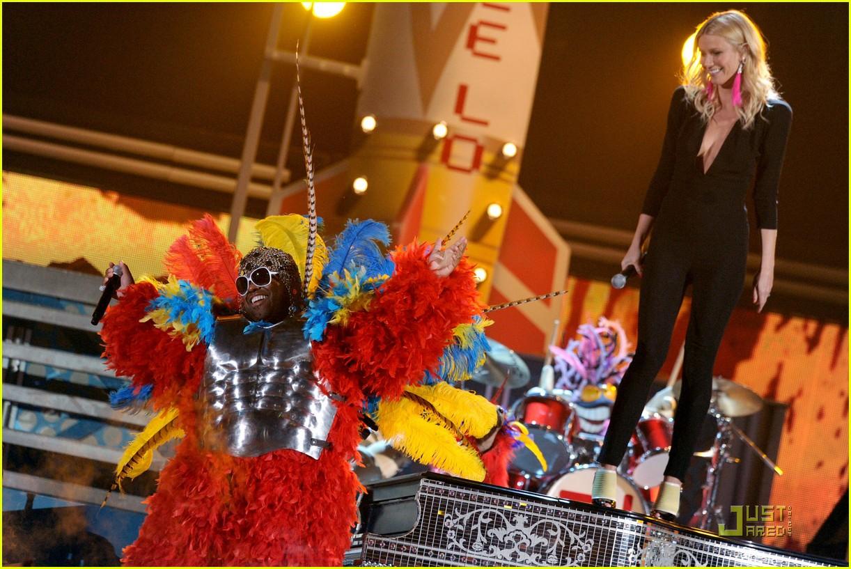 http://4.bp.blogspot.com/-YNI67115Qzs/TVogEEYRexI/AAAAAAAABfY/wrFza2v3K-4/s1600/gwyneth-paltrow-cee-lo-green-grammys-03.jpg