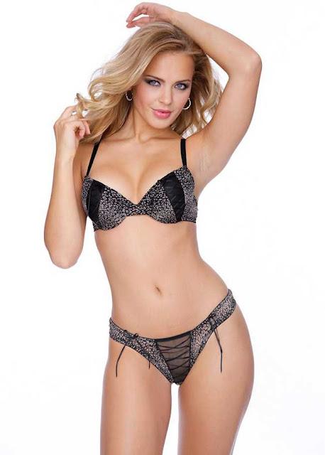Elisandra Tomacheski sexy in underwear  fashion