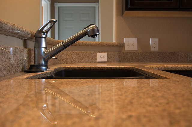 The Advantages of Ceramic Kitchen Sinks