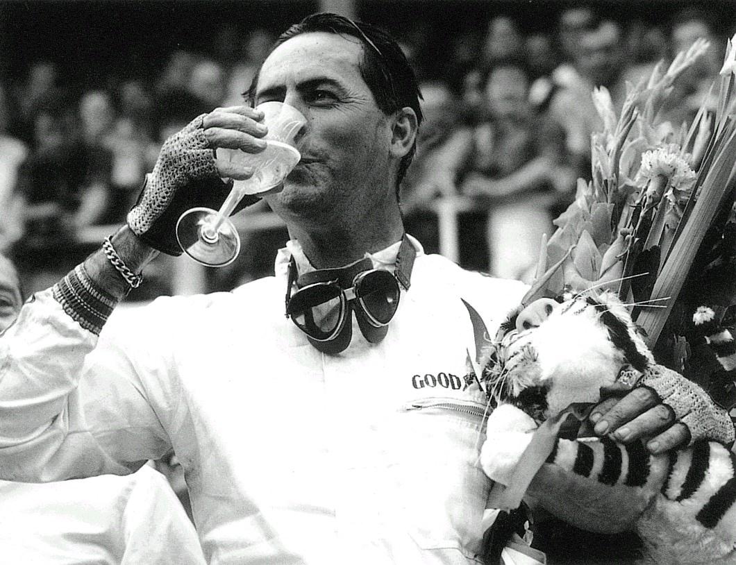 http://4.bp.blogspot.com/-YN_wpMlcc2Y/TdU6GDlHnwI/AAAAAAAABYA/m36LRSq2XuU/s1600/jack_brabham_celebrating_1966_world_championship.jpg
