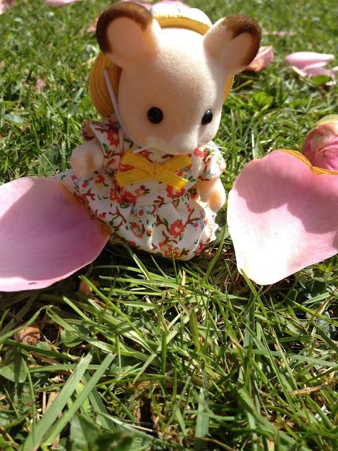 Sylvanian Families Flower Petals Fielding Mouse