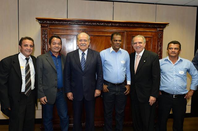 GENTIO DO OURO - PREFEITO IVONILTON VIEIRA PARTICIPA DE AUDIÊNCIA COM MINISTRO DOS TRANSPORTES: