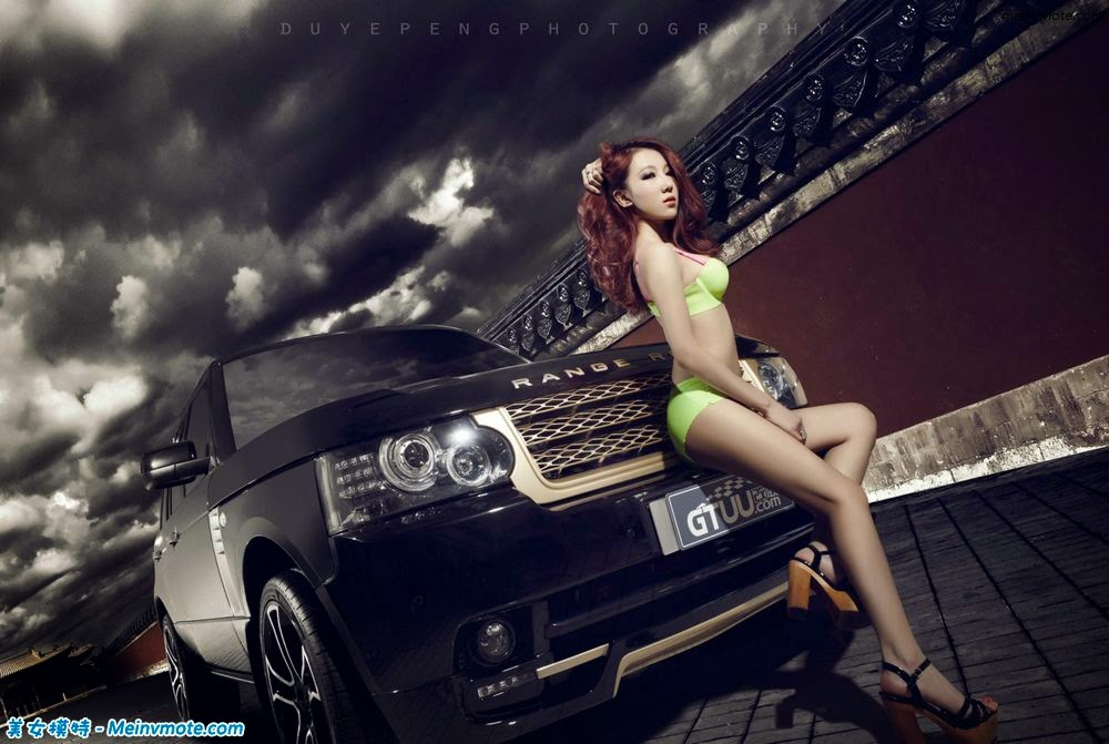 Erotic model Range Rover on