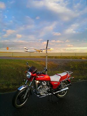 Viivi II, Honda CX 500, Helsinki-Vantaa lentoasema, Airbus