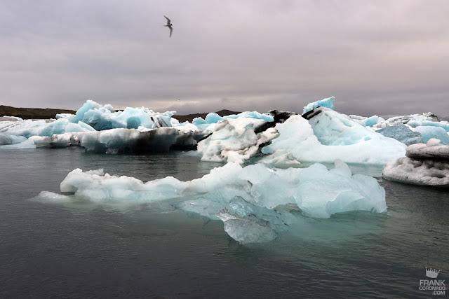 lago con icebergs en islandia
