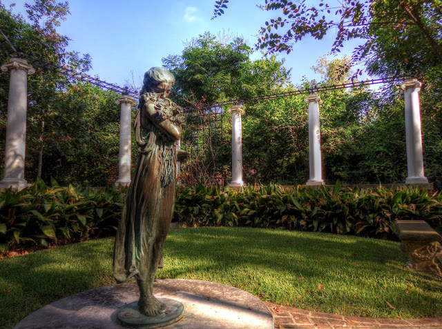 Glenwood cemetery Downtown Houston - Bronze girl - NW