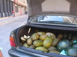 http://notengocurro.blogspot.com.es/2012/03/vender-fruta-en-la-calle.html