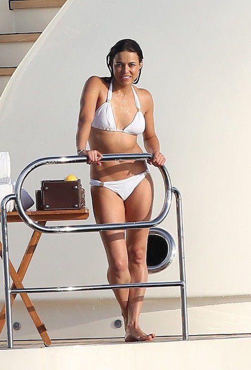 Michelle Rodriguez spend good time in bikini
