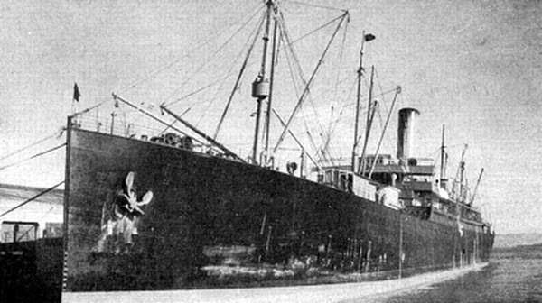 emigracion-transatlantico-manchuria-fondeado