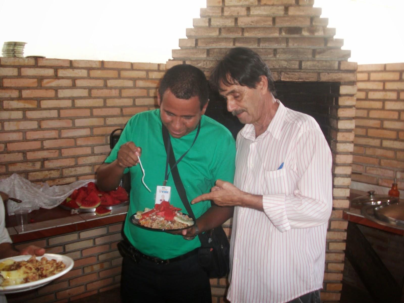Catireiro Almoça  mais uma vez na casa de Messias e é bem recebido pela familia do mesmo.