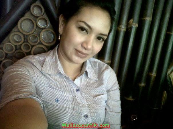 Foto Tante Cantik Berkerudung Bisa Diajak Kencan (Hot)