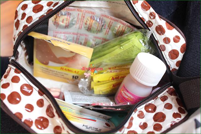 perlengkapan obat-obat saat travelling bersama anak