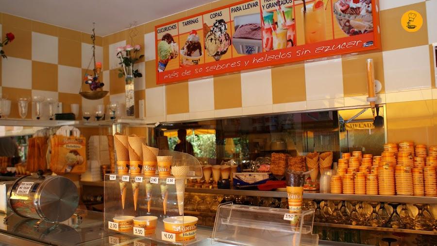 Mostrador heladería Roma en Moratalaz