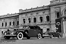 السيارات الملكية من أمام قصر عابدين عام 1933