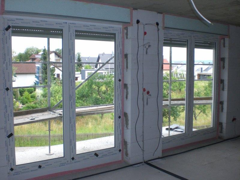 Die Beiden Großen Wohnzimmerfenster /  Türen Auf Den Balkon. Beide  Natürlich Auch Beidseitig Zu öffnen, Ohne Feststehendem Steg, Rolläden  Ebenfalls ...