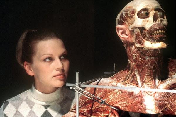 HORAS DE OSCURIDAD: Reseña: Anatomie (2000)