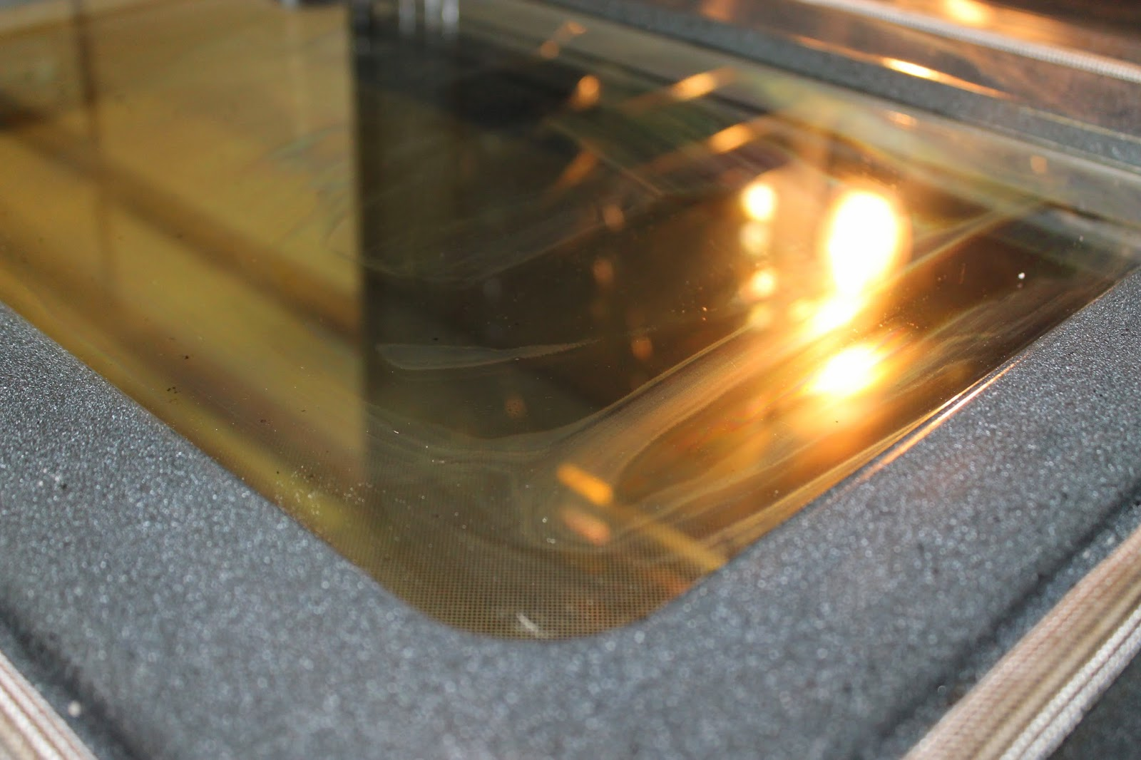 how to clean oven glass door with baking soda