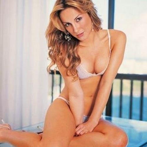 Claudia Leitte sexy in bikini